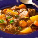 Guiso de carne con patatas, imprescindible para el invierno