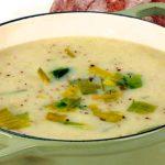 Sopa de puerros y patatas, un plato ideal para combatir el frío