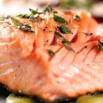 Salmón al horno con patatas para una dieta saludable