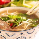 El placer de los platos tradicionales de la comida asiática